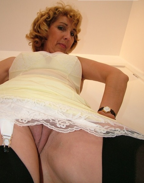 naughty-mature-flashing-her-pussy